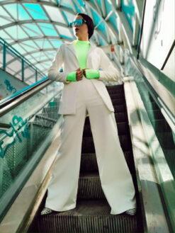 Costumul White Sensation